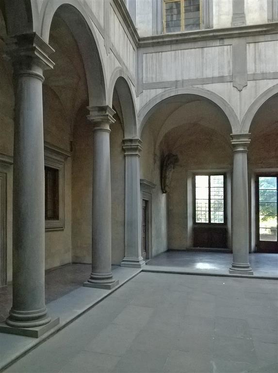 interno cortile palazzo