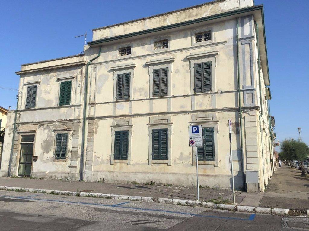 Palazzo, Marina Di Pisa, Pisa, da ristrutturare