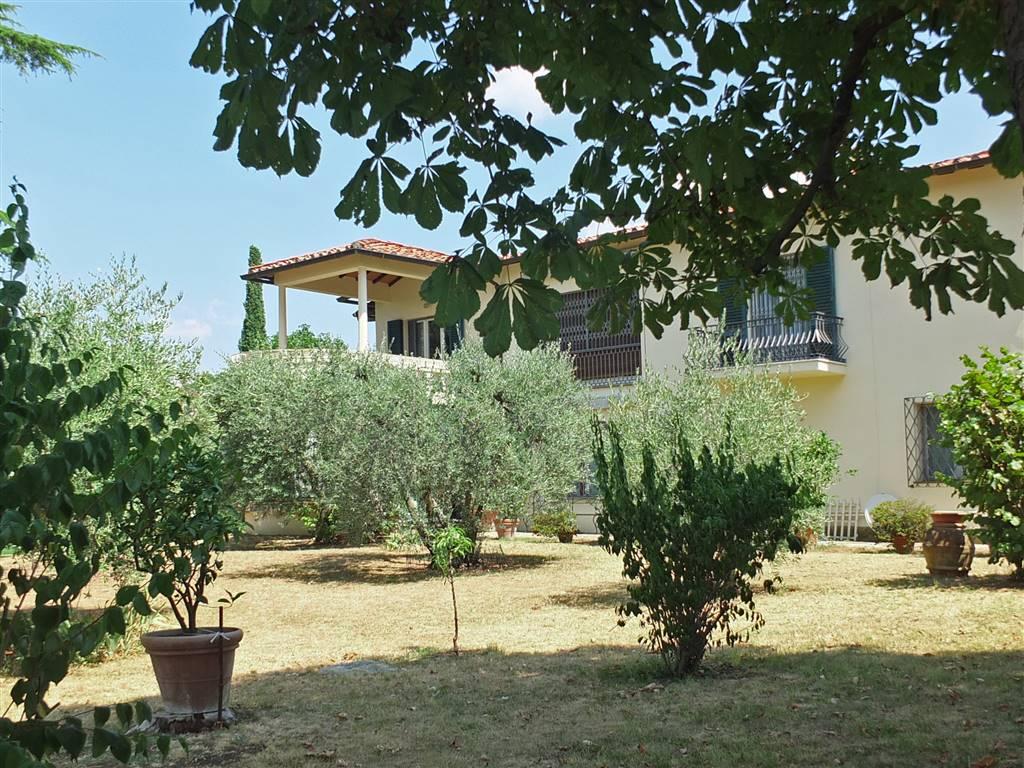 veduta esterna villa da giardino