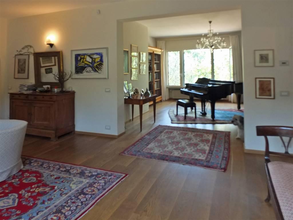 piano terra: salone triplo con accesso al giardino