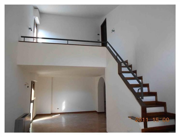 Appartamento in vendita a Firenze, 4 locali, zona Zona: 19 . Poggio imperiale, Porta Romana, Piazzale Michelangelo, prezzo € 330.000 | CambioCasa.it
