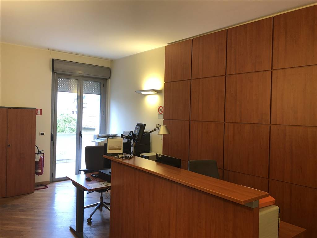 BECCARIA, FIRENZE, Office for rent of 180 Sq. mt., Excellent Condition, Heating Individual heating system, Energetic class: G, placed at 2° on 3,