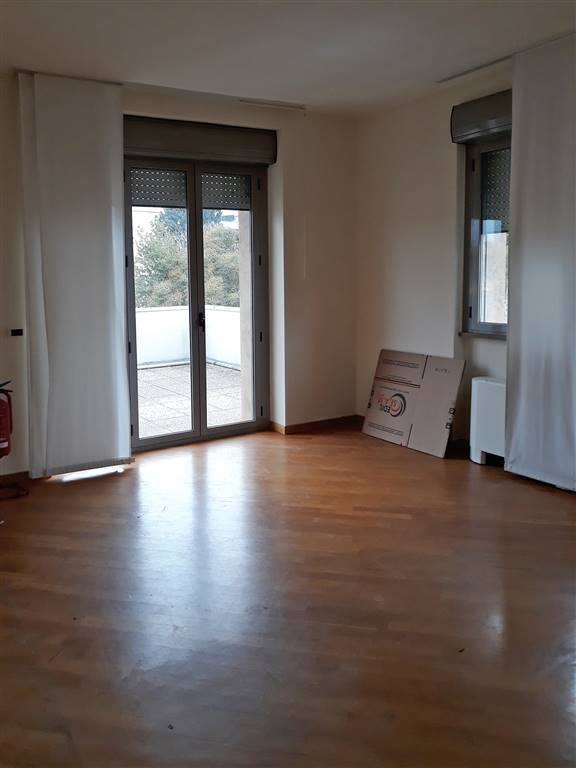 BECCARIA, FIRENZE, Office for rent of 140 Sq. mt., Excellent Condition, Heating Individual heating system, Energetic class: G, placed at 3° on 3,