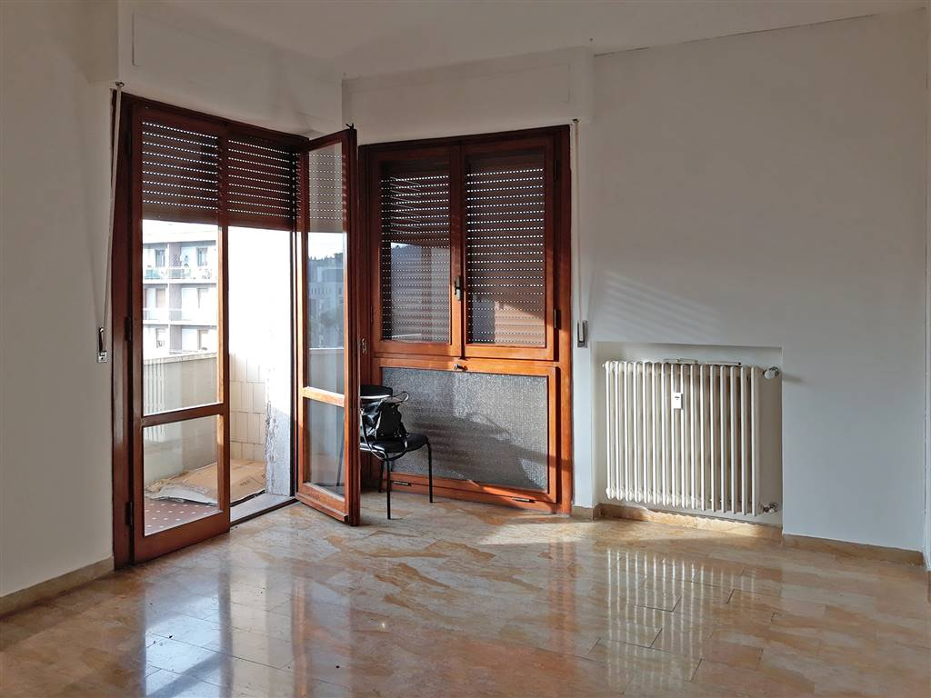 EUROPA, FIRENZE, Office for rent of 90 Sq. mt., Good condition, Heating Centralized, Energetic class: G, placed at 4° on 6, composed by: 4 Rooms, 1