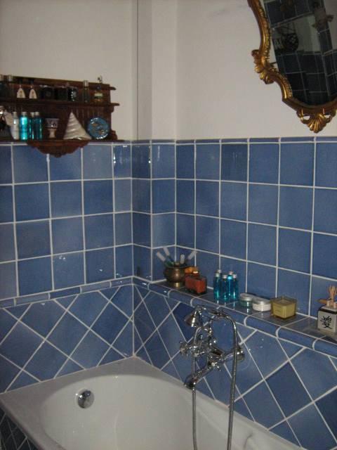 bagno privato in camera con vasca