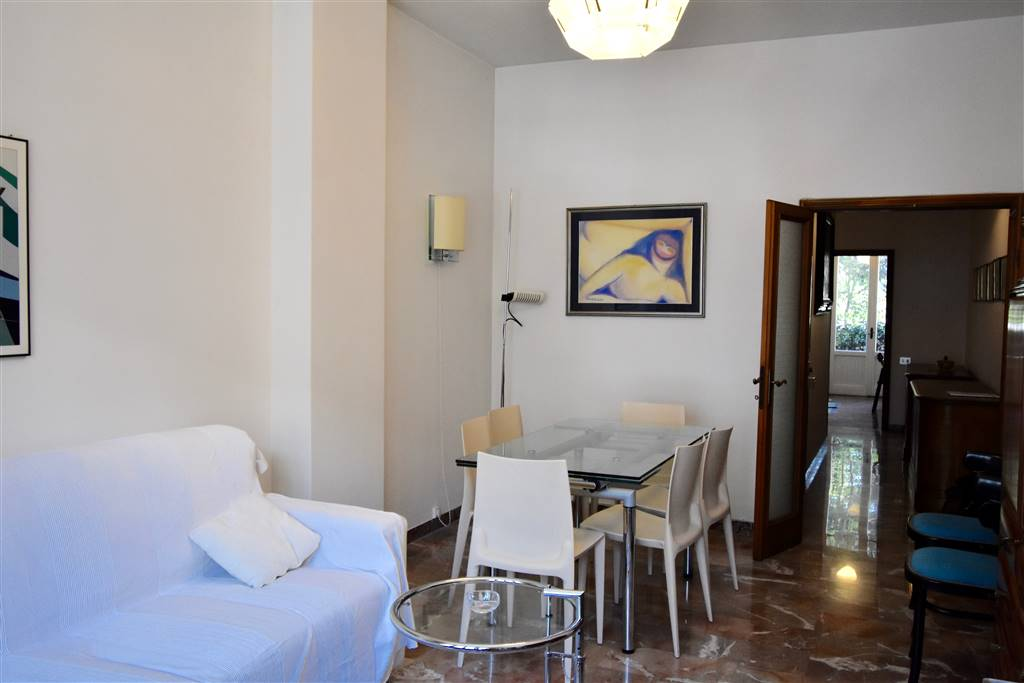 MAZZINI, FIRENZE, Apartment for sale of 80 Sq. mt., Good condition, Heating Centralized, Energetic class: G, placed at Raised, composed by: 3 Rooms,