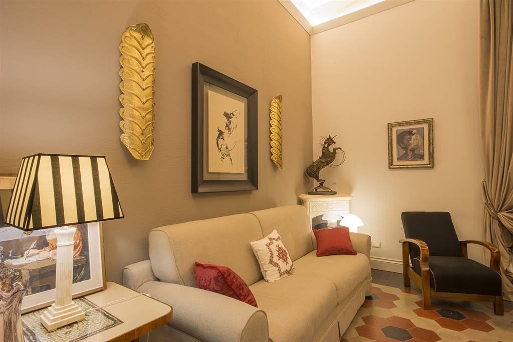 elegante soggiorno con divano letto