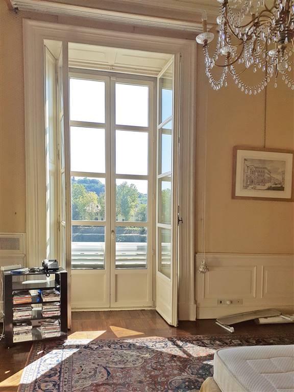 grandi porte finestre con affacci sull'Arno