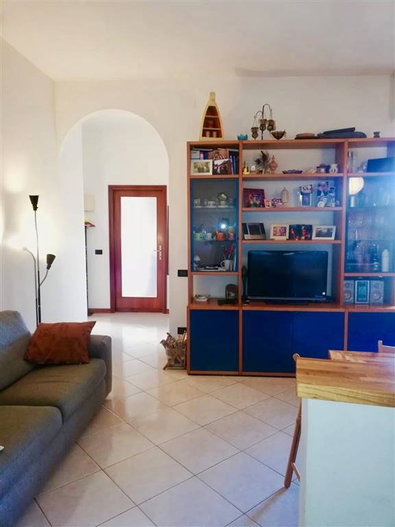 NOVOLI, FIRENZE, Apartment for rent of 70 Sq. mt., Good condition, Heating Individual heating system, Energetic class: G, placed at 5° on 6, composed
