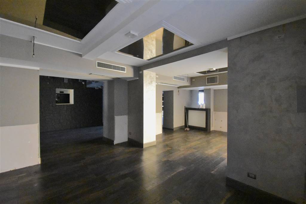 OLTRARNO, FIRENZE, Business unit for rent of 370 Sq. mt., Excellent Condition, Heating Individual heating system, Energetic class: G, placed at