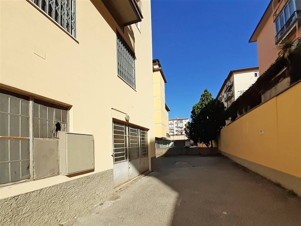 COVERCIANO, FIRENZE, Laboratory for rent of 235 Sq. mt., Be restored, Energetic class: G, Epi: 0 kwh/m3 year, placed at Ground, composed by: 1 Room,