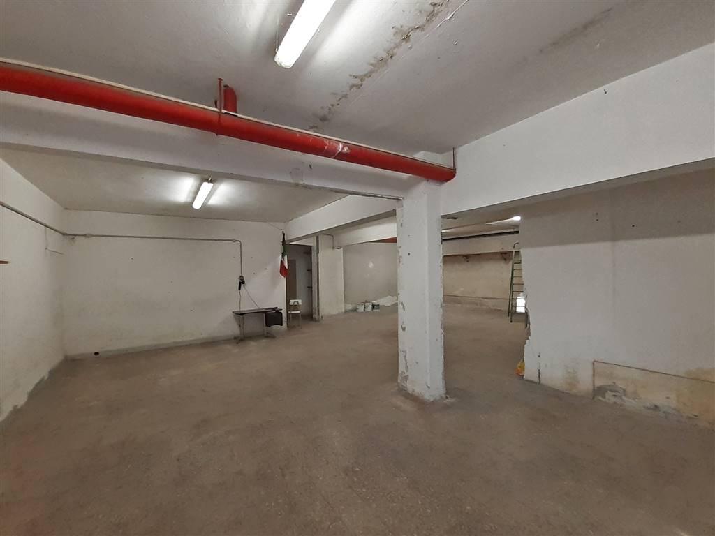 interno deposito magazzino