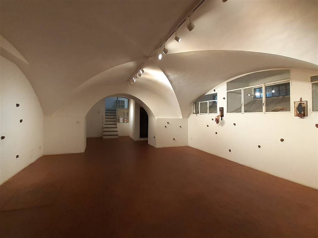 LIBERTÀ, FIRENZE, Commercialproperty for rent of 100 Sq. mt., Good condition, Heating Individual heating system, Energetic class: G, Epi: 112 kwh/m3