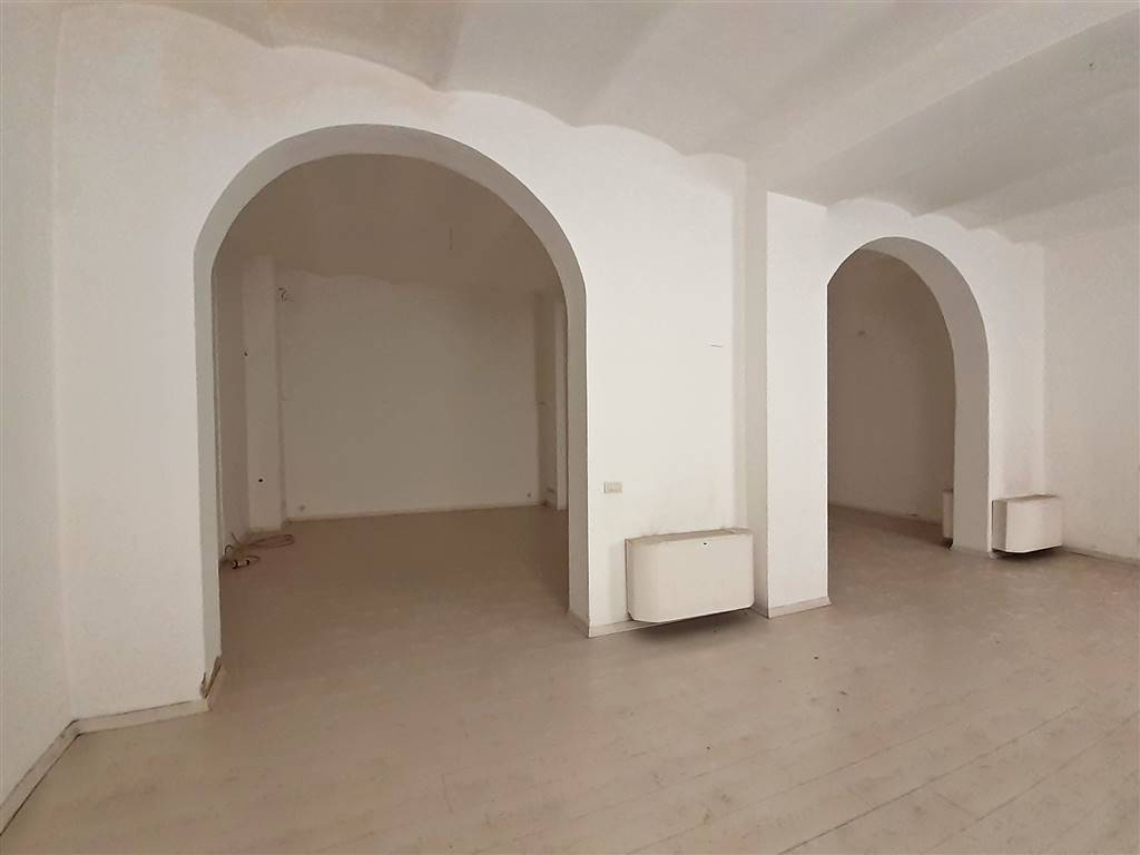 ampia sala open space al piano terra