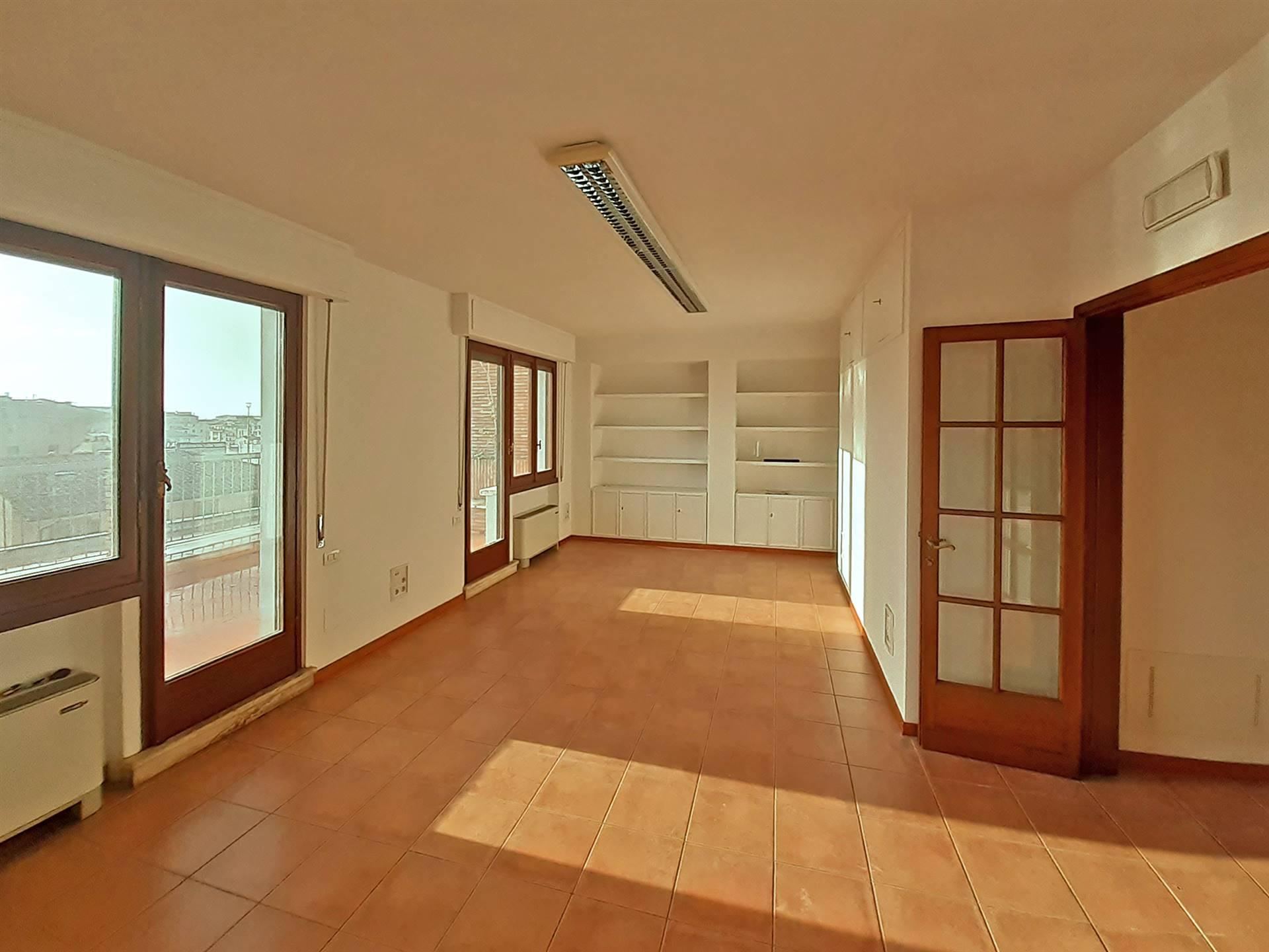 stanza grande con accesso al terrazzo panoramico
