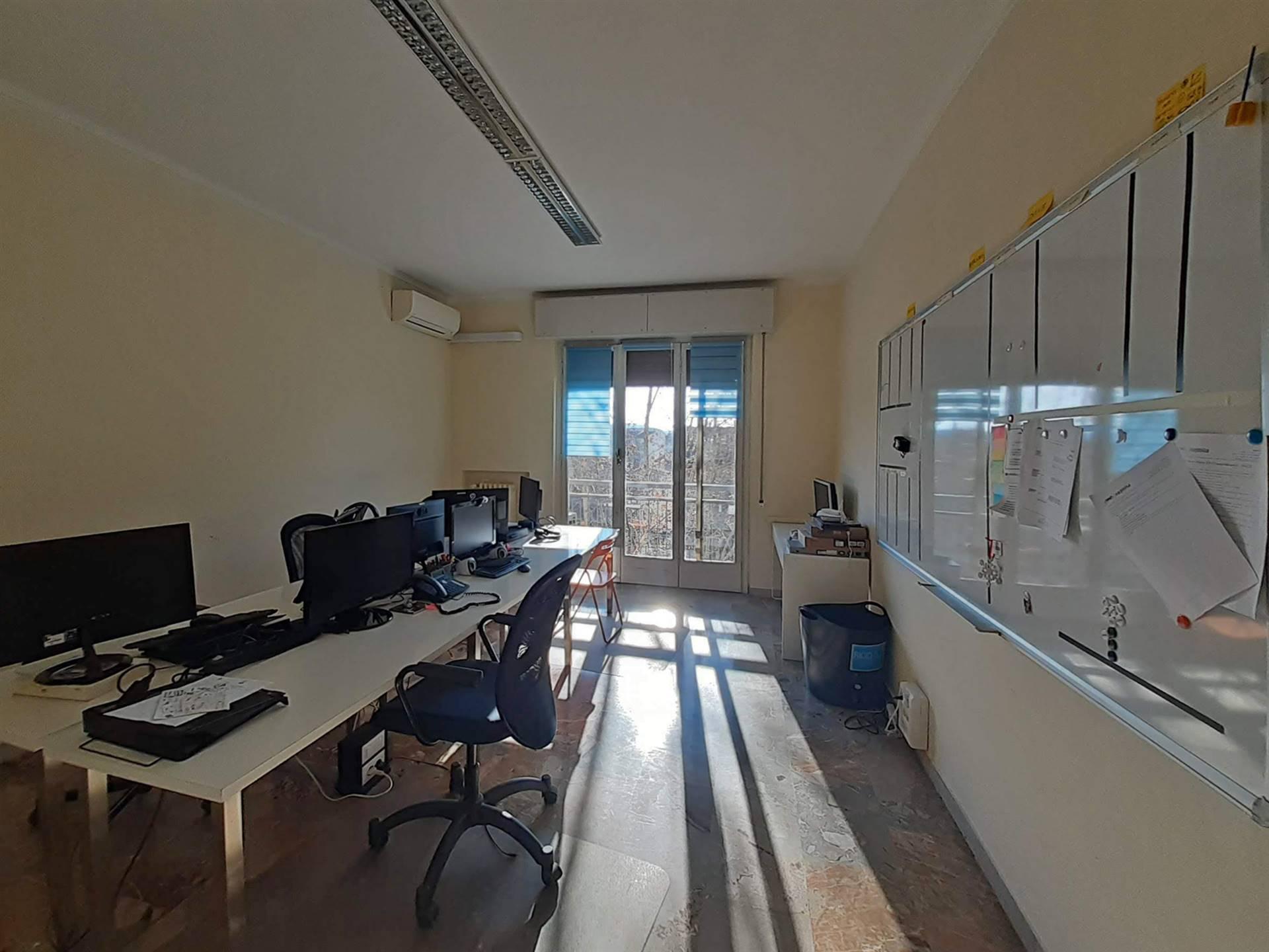 ufficio con balcone