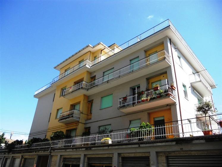 Appartamento in vendita a Chiaravalle, 4 locali, prezzo € 165.000 | CambioCasa.it