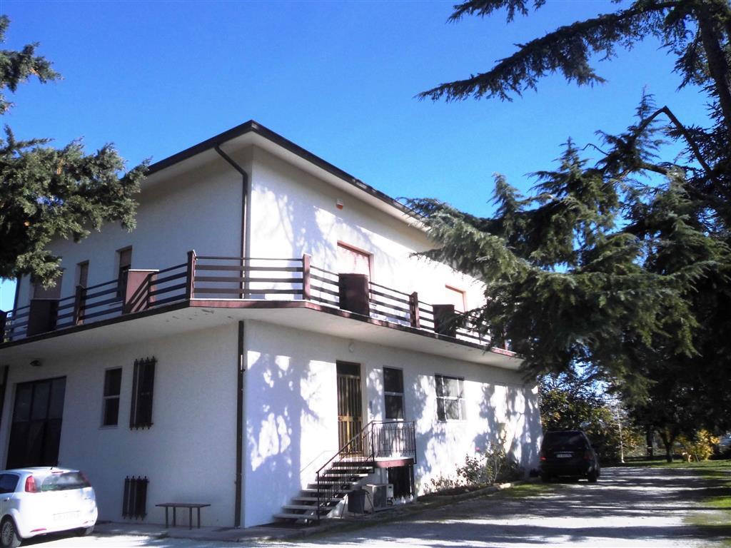 Villa in vendita a Monte San Vito, 10 locali, zona Zona: Borghetto, prezzo € 390.000 | CambioCasa.it