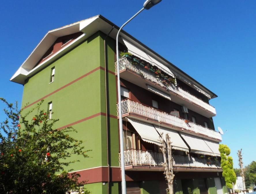 Appartamento in vendita a Chiaravalle, 4 locali, prezzo € 110.000 | CambioCasa.it