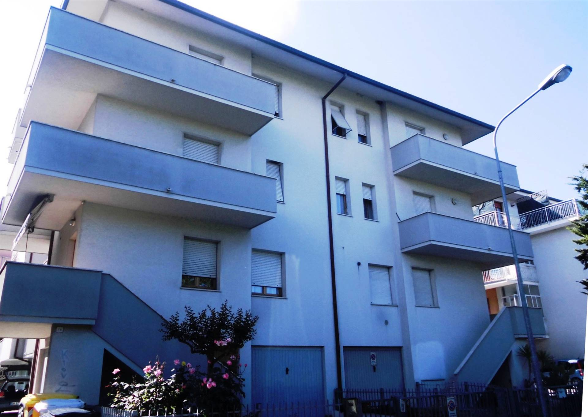 Appartamento in vendita a Montemarciano, 4 locali, zona Zona: Marina di Montemarciano, prezzo € 125.000 | CambioCasa.it