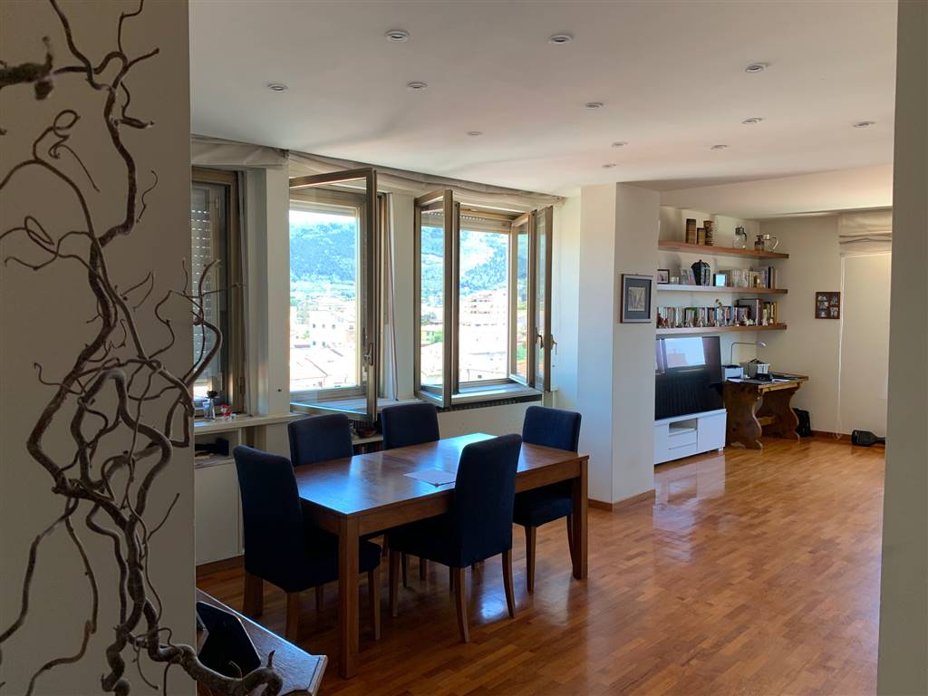 ZARINI, PRATO, Apartment for sale of 160 Sq. mt., Restored, Heating Individual heating system, Energetic class: D, Epi: 133 kwh/m2 year, placed at 5°