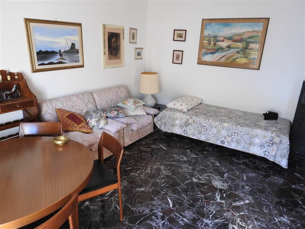 SACROCUORE, PRATO, Appartamento in vendita di 120 Mq, Buone condizioni, Riscaldamento Centralizzato, Classe energetica: G, Epi: 150 kwh/m2 anno,