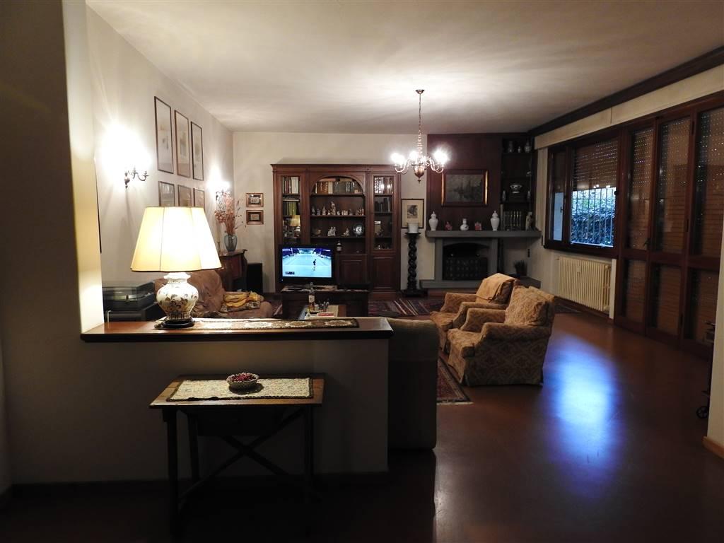 PIETÀ, PRATO, Appartement des vendre de 220 Mq, Excellentes, Chauffage Centralisé, Classe Énergétique: G, Epi: 150 kwh/m2 l'année, par terre élevé