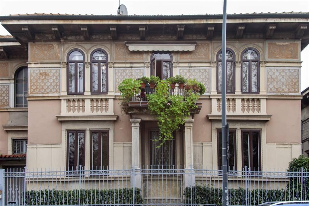 Villa in vendita a Milano, 9 locali, zona Località: MAGGIOLINA, prezzo € 1.650.000   CambioCasa.it