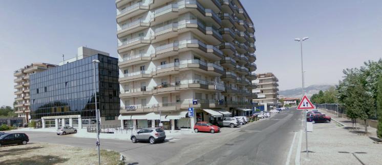 Ufficio / Studio in affitto a Frosinone, 9999 locali, zona Zona: Centro, prezzo € 1.250 | CambioCasa.it