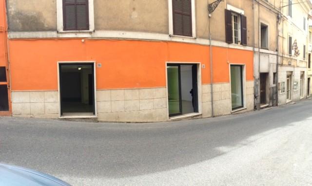 Negozio / Locale in vendita a Frosinone, 2 locali, zona Località: CENTRO STORICO, prezzo € 75.000 | CambioCasa.it