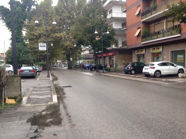 Negozio / Locale in affitto a Frosinone, 1 locali, zona Zona: Centro, prezzo € 900 | CambioCasa.it