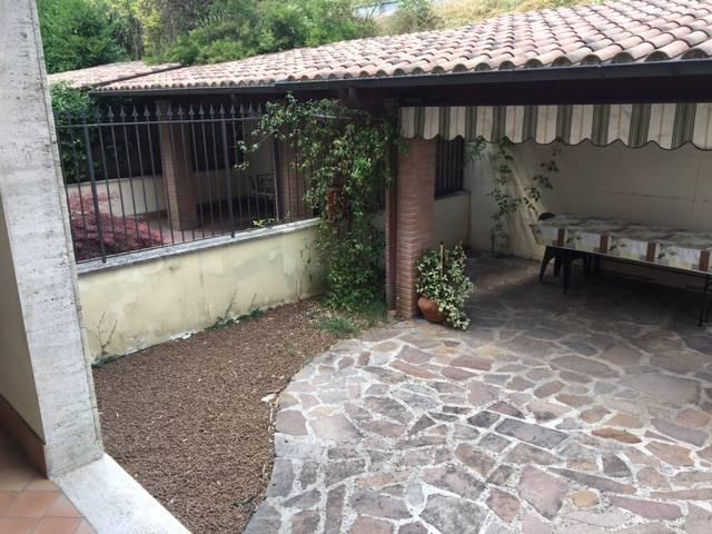Foto - Rif. Villino con giardino