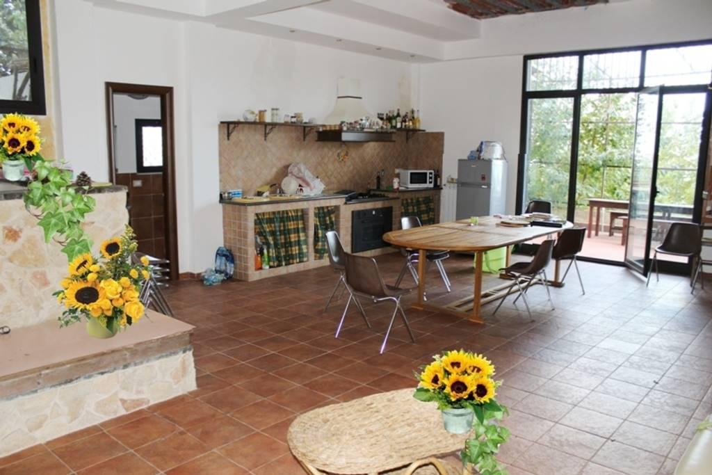 Villa, Poggiofelice, Zafferana Etnea, ristrutturata