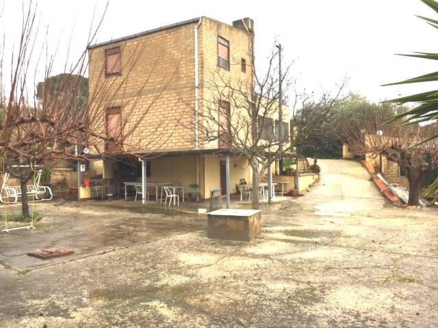 Villa in vendita a Canicattì, 8 locali, prezzo € 100.000 | CambioCasa.it