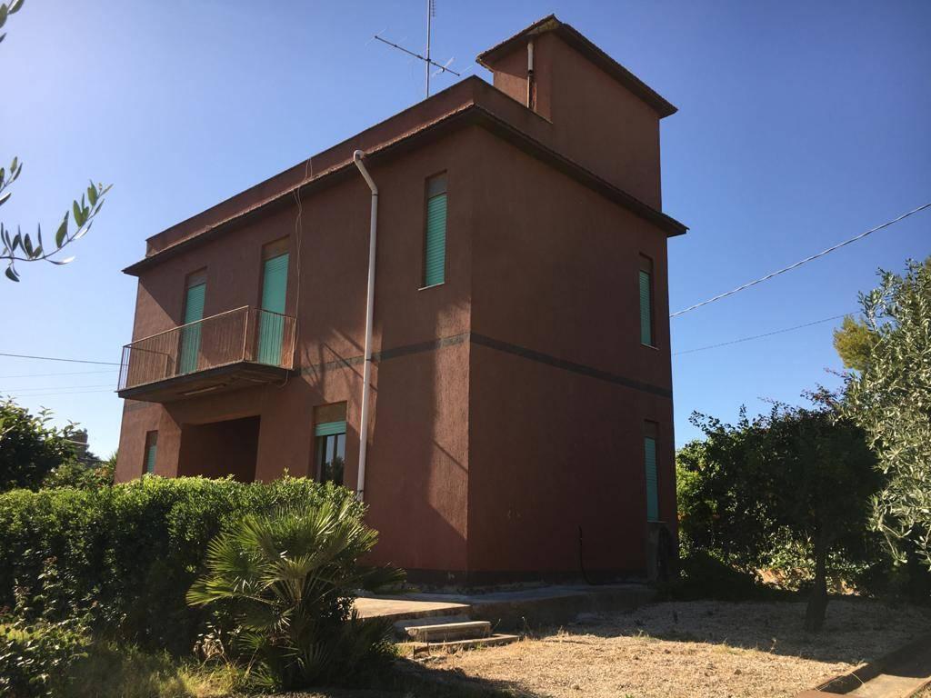 Villa in vendita a Campobello di Licata, 8 locali, zona Località: MONTALBO, prezzo € 100.000   CambioCasa.it