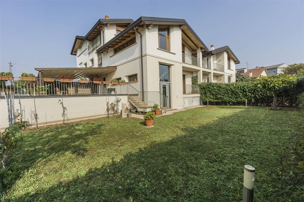 Villa a schiera a SOVICO 180 Mq | 4 Vani | Giardino 150 Mq