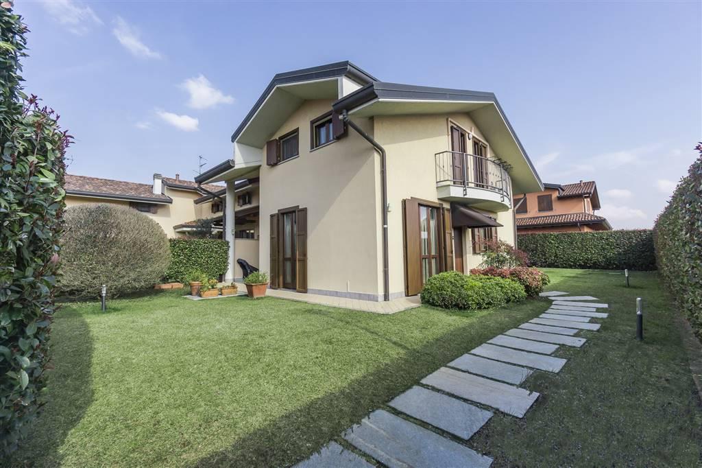 Villa a schiera a CORREZZANA 250 Mq | 5 Vani | Giardino 250 Mq