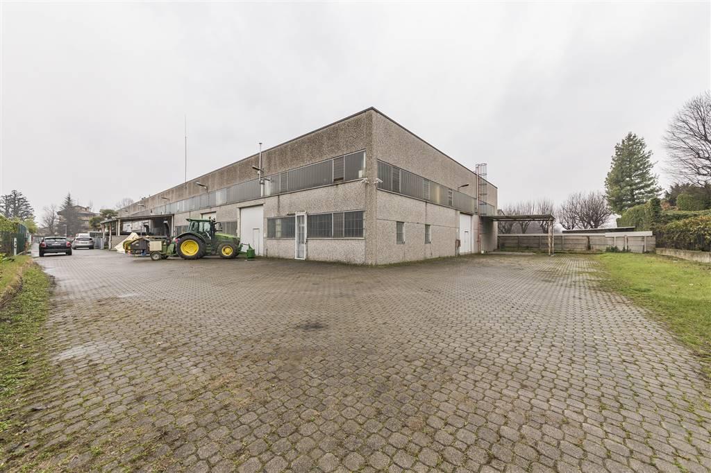 Capannone industriale a VIMERCATE 600 Mq | 3 Vani | Giardino 600 Mq