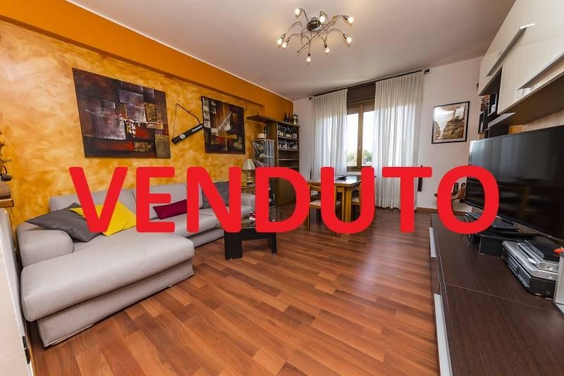 Appartamento in vendita a Villasanta, 3 locali, prezzo € 114.000   CambioCasa.it