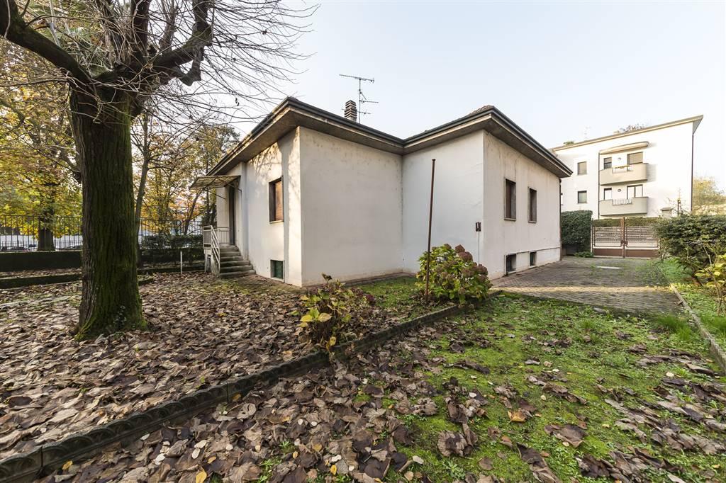 Villa a MONZA 210 Mq | 5 Vani | Giardino 700 Mq