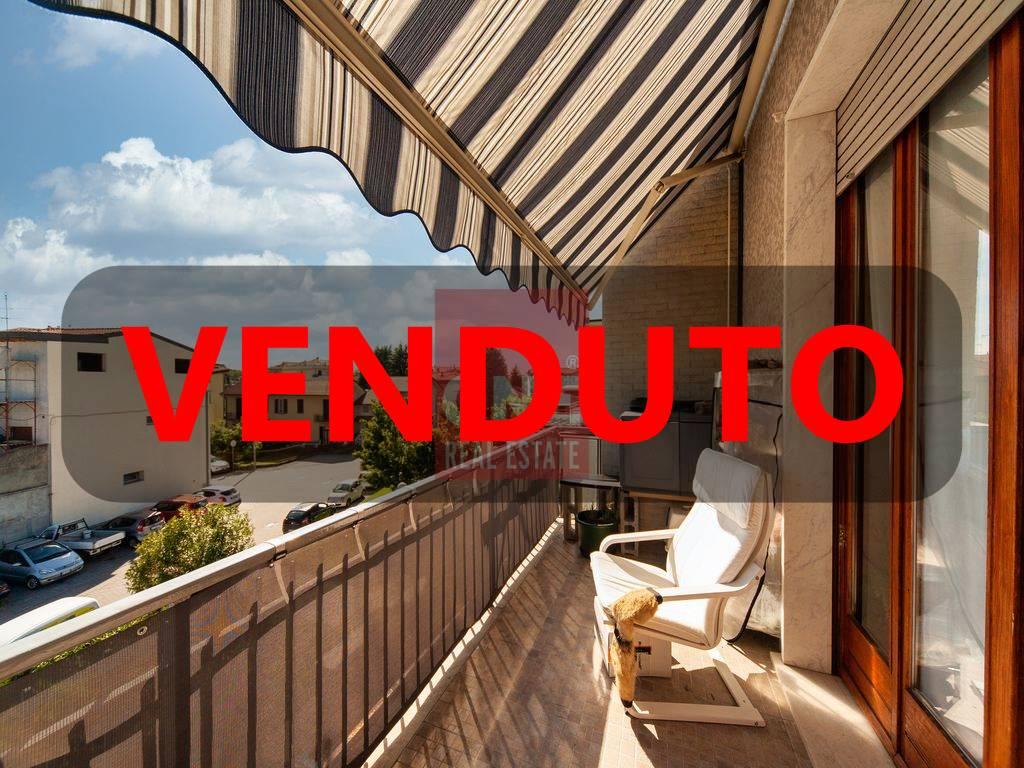 Appartamento in vendita a Villasanta, 4 locali, prezzo € 158.000   CambioCasa.it
