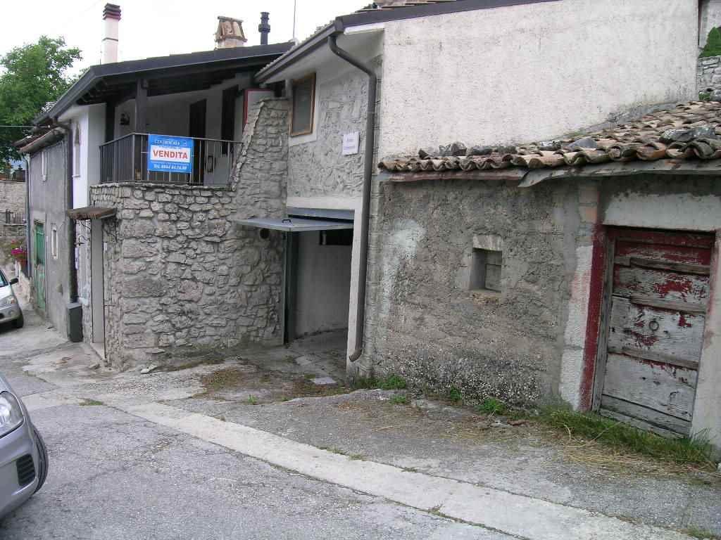 Garage / Posto auto in Via Del Commercio, Scontrone