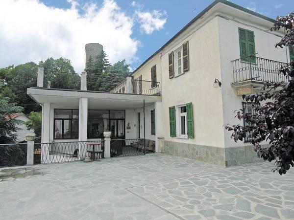 Albergo in vendita a Roccaverano, 15 locali, prezzo € 250.000 | PortaleAgenzieImmobiliari.it