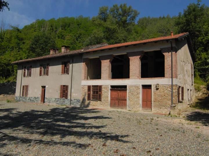 Rustico / Casale in vendita a Acqui Terme, 8 locali, prezzo € 350.000 | PortaleAgenzieImmobiliari.it