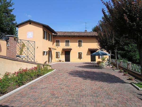 Rustico casale, Castelnuovo Calcea, ristrutturato