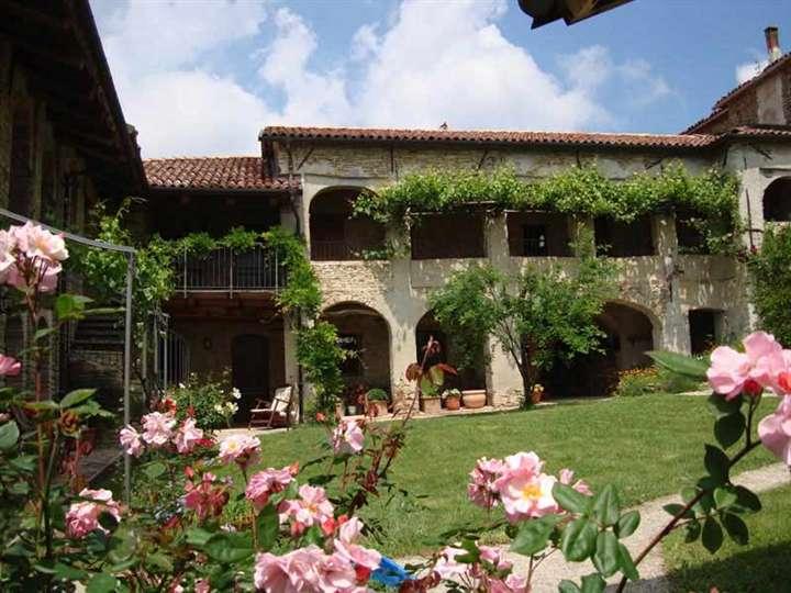 Rustico / Casale in vendita a Murazzano, 16 locali, prezzo € 980.000 | PortaleAgenzieImmobiliari.it