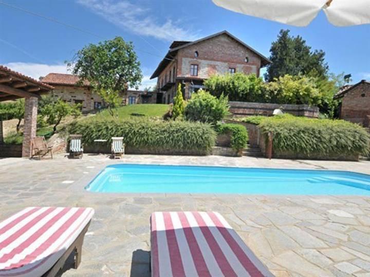 Rustico / Casale in vendita a Alba, 14 locali, prezzo € 1.400.000 | PortaleAgenzieImmobiliari.it