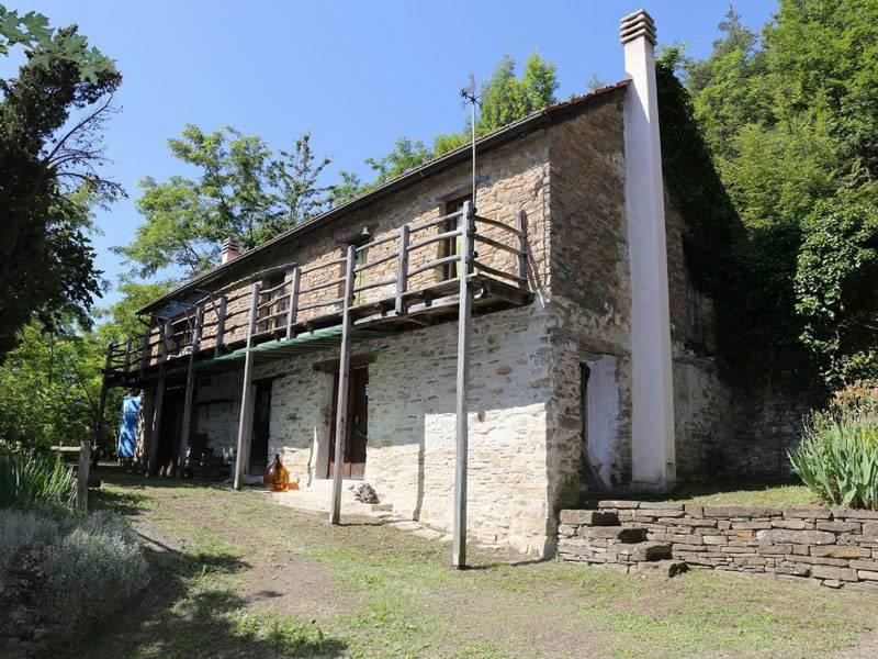 Rustico / Casale in vendita a Castelletto Uzzone, 10 locali, prezzo € 220.000 | PortaleAgenzieImmobiliari.it