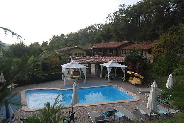 Rustico / Casale in vendita a Serravalle Langhe, 11 locali, prezzo € 600.000   PortaleAgenzieImmobiliari.it