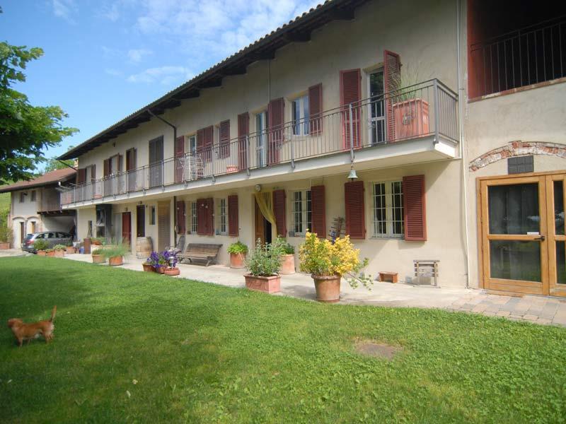 Agriturismo in vendita a Moncucco Torinese, 25 locali, prezzo € 750.000 | PortaleAgenzieImmobiliari.it
